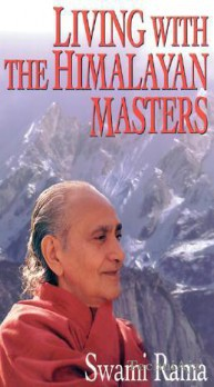 Living with the Himalayan Masters(Paperback)
